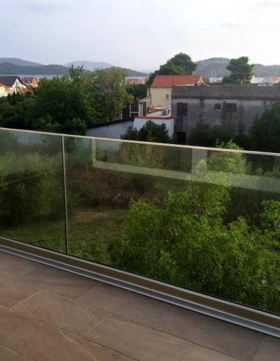 najbolje ograde nove staklene ograde balkon vani nutra ograda od stakla alumix zagreb vrhunske ograde izrada ograda (7)