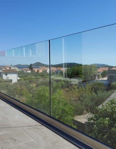 staklene ograde za balkon ili vani unutrašnjost ograde staklo ograda staklena ideje staklne ograde izrada montaža ograda od stakla zagreb alumix (3)